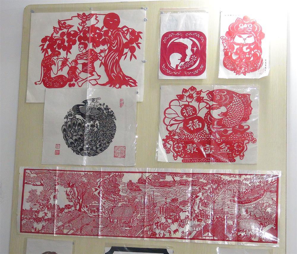 河南省工艺美术大师,高级民间艺术师,郑州市非物质文化遗产蛋雕技艺