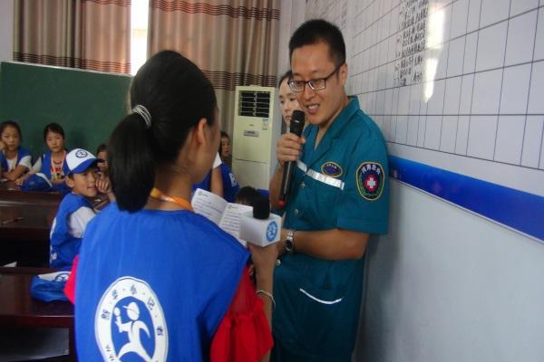 邓州新华小记者参加防溺水安全演练